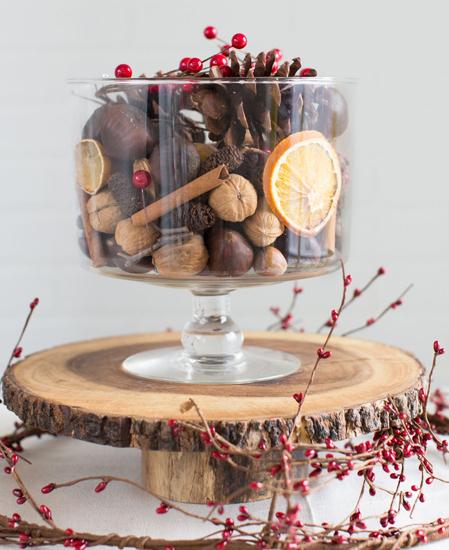 Elementos decorativos en la mesa